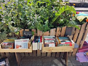 Des livres et des comestibles